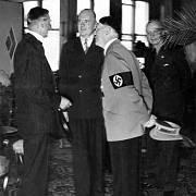 Britský premiér Neville Chamberlain s Adolfem Hitlerem při jednání v Godesbergu