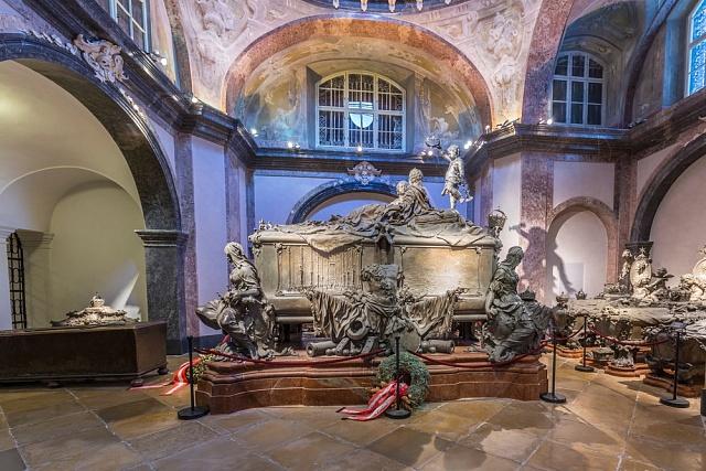 Náhrobek Marie Terezie a Františka I. Lotrinského vCísařské hrobce ve Vídni