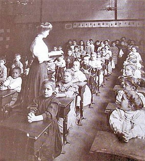 Sama Plamínková se musela vzdát lásky ke snoubenci, aby mohla učit.