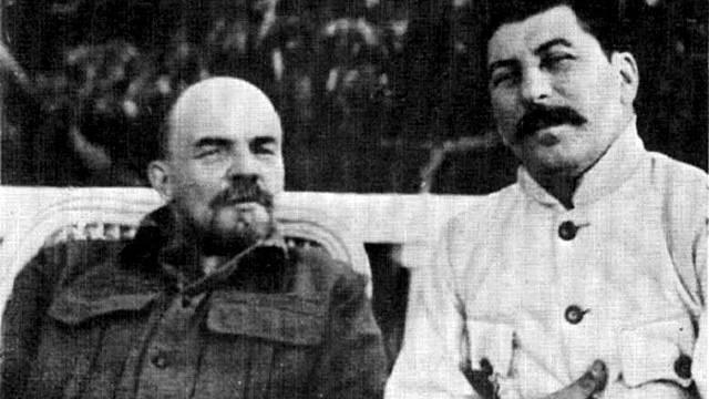 Lenin v dokumentu známém jako Leninova závěť Stalina ostře kritizuje