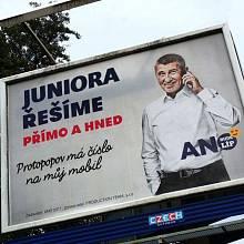 Znovu ožily i vtipy na téma, kdo všechno má číslo na Andrejův mobil