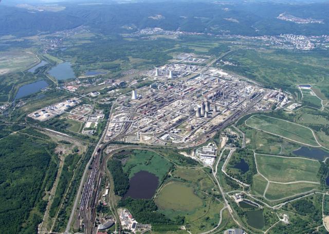 Letecký pohled na areál litvínovské rafinerie