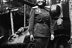 V řadách sovětských tankistů působilo jen několik desítek žen. Na fotografii Alexandra Samusenko