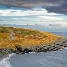 Mistaken Point – asi 17 kilometrů dlouhý pás útesů na kanadském ostrově Newfoundland je význačný především bohatým výskytem zkamenělin, které mohou být až 580 milionů let staré.
