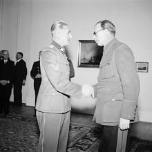 Generál Andrej A. Vlasov a státní ministr Karl H. Frank (vpravo)