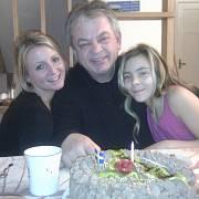 Martin Fripp se dvěma ze svých tří dcer