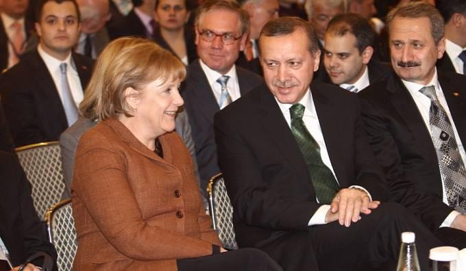 Merkelová v Istanbulu v březnu 2010 s tehdejším premiérem Erdoganem