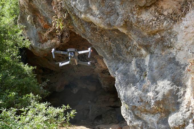 Dron se hodí i ke zkoumání propastí a ponorných řek