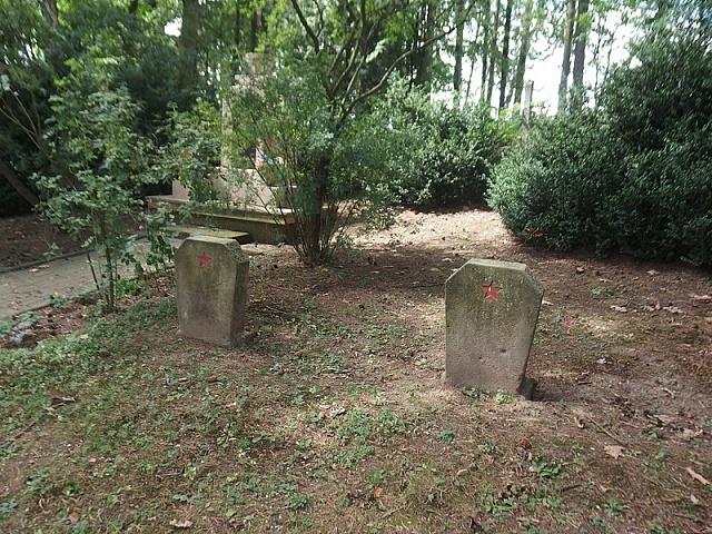 Anonymní hroby upamátníku vDětřichově