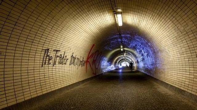 Žižkovský tunel spojuje Karlín se Žižkovem.