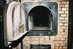 Těla obětí byla spalována v pecích krematoria.