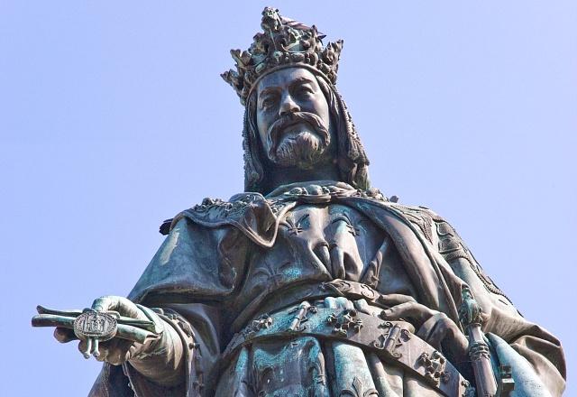 Socha císaře Karla IV. na Křížovnickém náměstí
