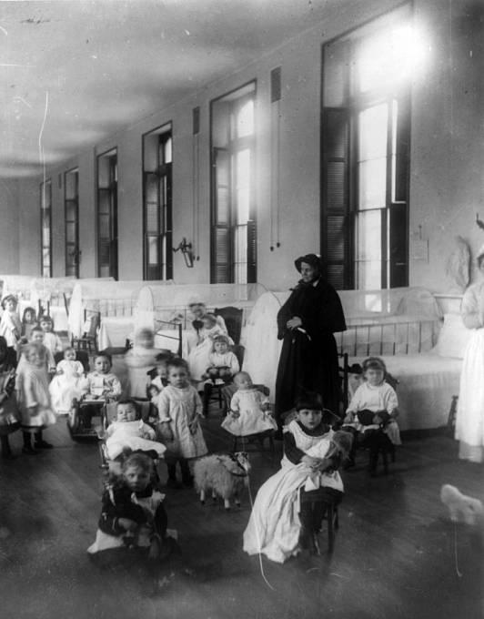 Dohled nad sirotčinci byl zaveden až v roce 1912.