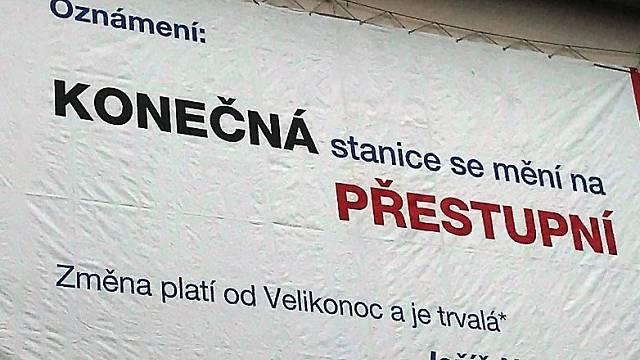 Nápis na zdi salesiánského kostela, který proslavily sociální sítě