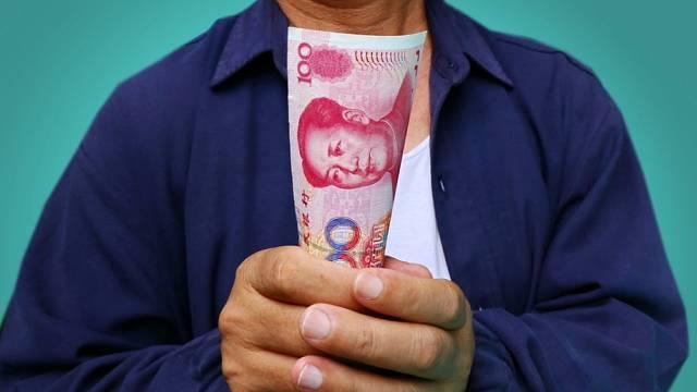 Mnohé firmy v Číně neví, co bude dál. Hromadí hotovost.