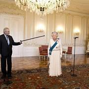Internet si dělá legraci ze Zemanovy audience u britské královny
