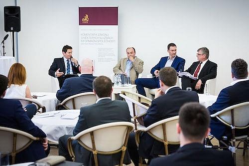Červnová debata právníků vpražské Vile Pellé