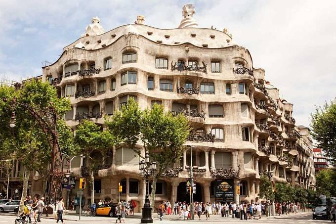 Dům Casa Milŕ v Barceloně pochází z let 1906 až 1910, od roku 1984 je na seznamu světového dědictví UNESCO.