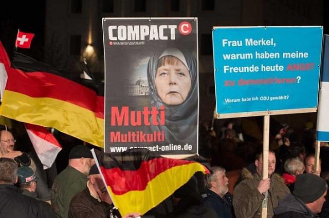 Odpůrci islámu – a potažmo ikancléřky Merkelové – vNěmecku demonstrují pravidelně už od loňského roku.