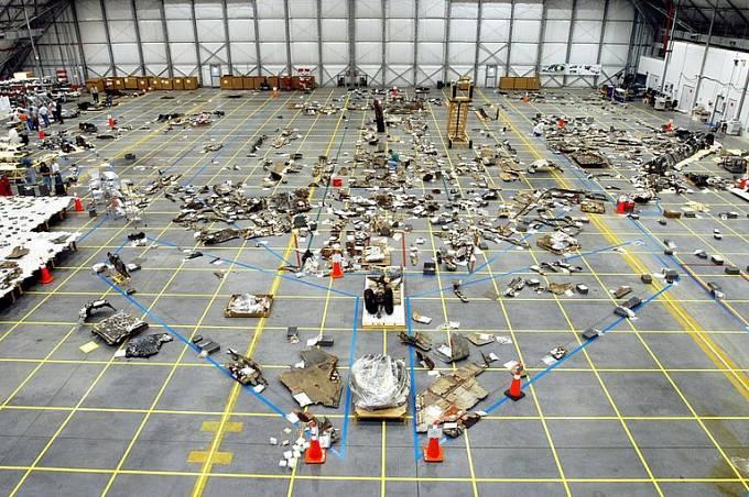 Americká FBI se pokusila znovu sestavit zničenou Columbii z nalezených trosek
