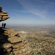Trojice megalitických prehistorických kamenných staveb v srdci Andaluzie. Součástí jsou i dvě přírodní památky – Peña de los Enamorados a El Torcal.