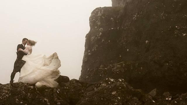 Pověst vypráví, že se občas zjevuje duch zoufalé nevěsty....
