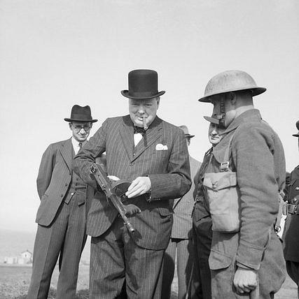 Až do roku 1940platil Winston Churchill vBritánii za extrémistu a válečného hazardéra