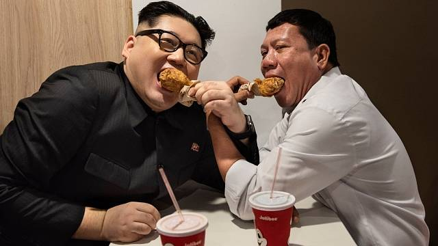 Kim Čong-un hoduje s filipínským prezidentem Rodrigem Dutertem