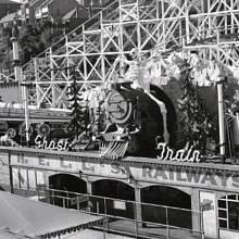 Vlak duchů v lunaparku v australském Sydney, který 9. června 1977 zachvátil požár