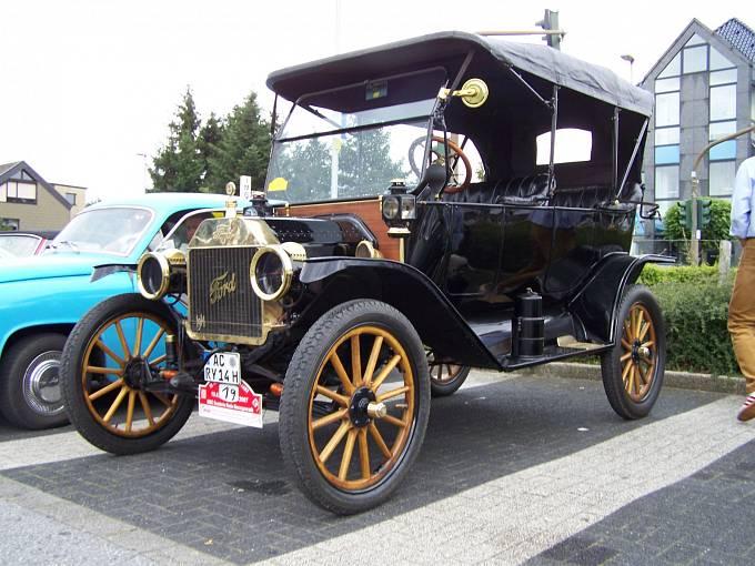 Ford model T z roku 1914