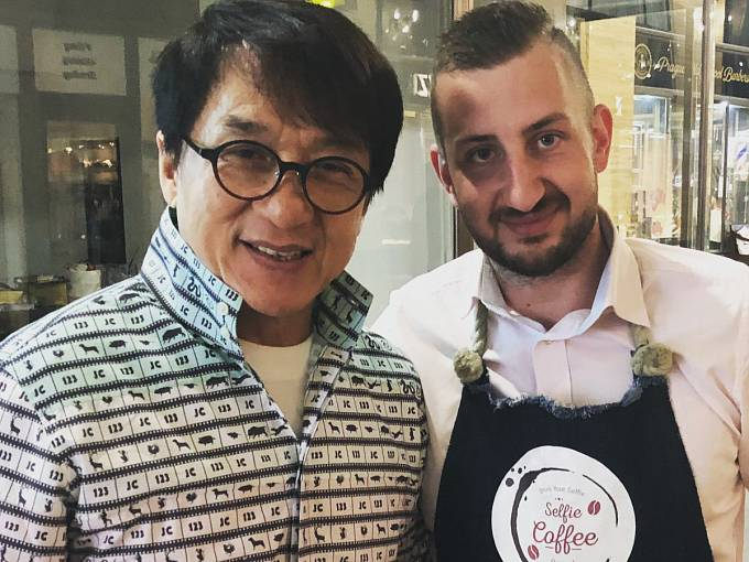 Jackie Chan při návštěvě Prahy
