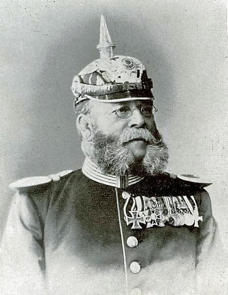 Friedrich Wilhelm Voigt se sice řádně vyučil, ale vydělával si drobnými podvody a zlodějinou.