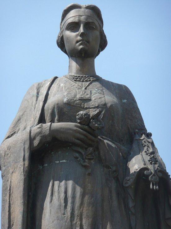 Pomník Roxelany v její rodné Rohatyni na dnešní západní Ukrajině.