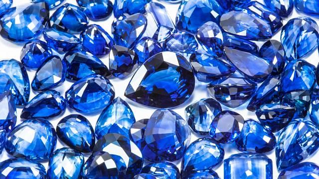 Přírodní modré safíry (ilustrativní foto).