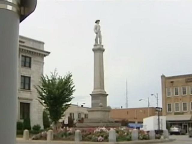Socha konfederačního vojáka v Grahamu víří vášně