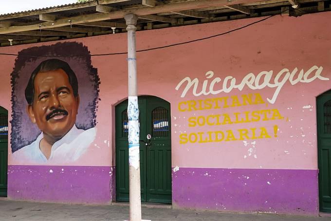 Prezident Daniel Ortega v podání místní lidové tvořivosti.