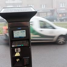 Parkovací automat od francouzské firmy Parkeon. Za každý zaplatí Technická správa komunikací firmě Eltodo asi 105 tisíc korun. Za provoz a údržbu měsíčně další tisícovku.