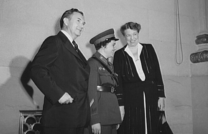 Ljudmila Pavličenko s Eleanor Rooseveltovou