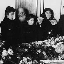 Stalin na pohřbu své první manželky Jekatěriny