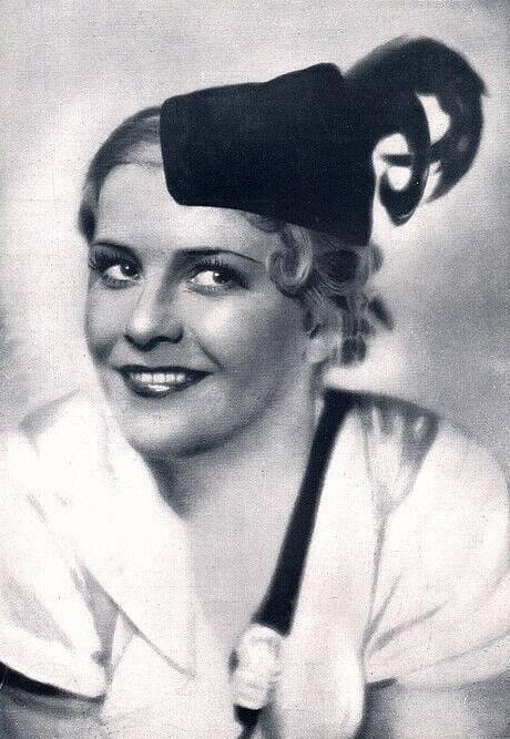 """Fotografie Renaty Müllerové v časopise """"Das Theater"""" z prosince 1932"""