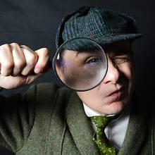 Povídky o Sherlocku Holmesovi začal Doyle psát roku 1887. Spisovatel vnich údajně ztělesnil právě schopnosti svého učitele Bella, jež se stal detektivovou předlohou.