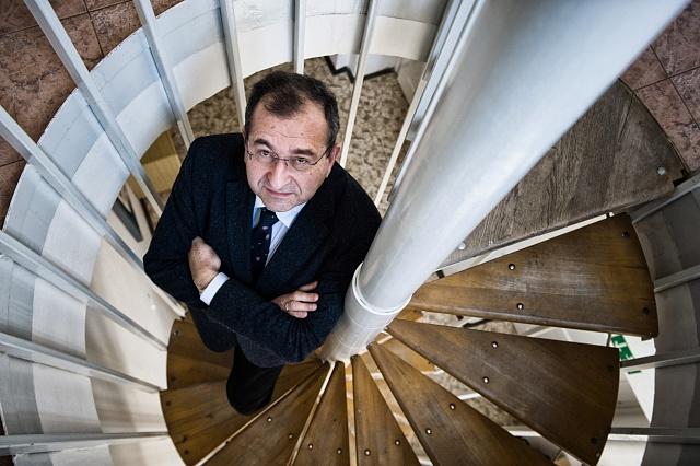 Na každou ideologii se vždy přisají různí hrdlořezové a psychopati,  říká přední český psychiatr Cyril Höschl.