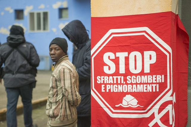 Afričtí uprchlíci, kteří jsou ubytováni vbývalé olympijské vesnici nedaleko Turína, se nedávno vzbouřili proti podmínkách, vnichž vItálii žijí.