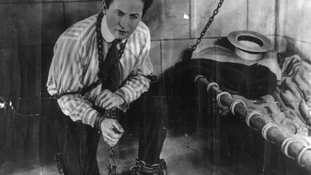 Harry Houdini je považován za nejlepšího iluzionistu všech dob.