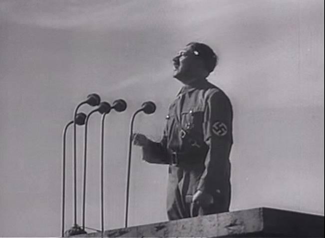 Masy Hitlera zpočátku následovaly.