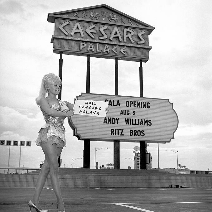Slavnostní otevření kasina Caesar's Palace v roce 1966