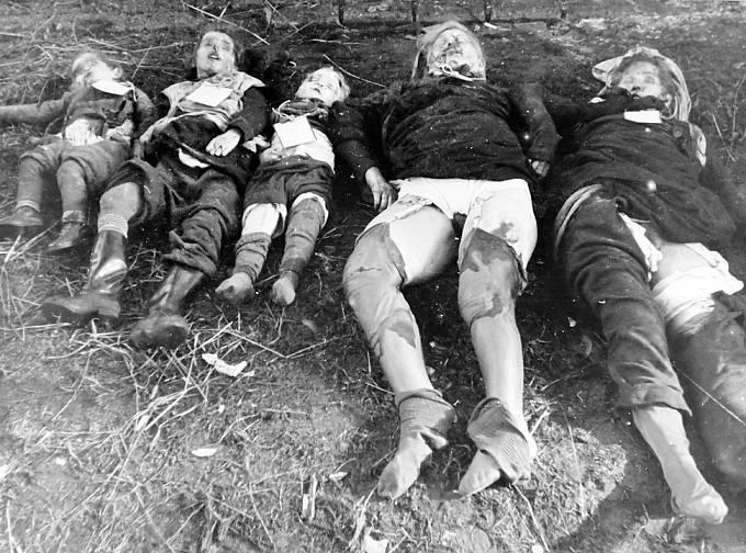 Těla dvou německých žen a tří dětí zabitých sověty v německém Metgethenu