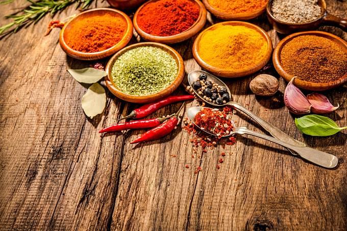 V orientální kuchyni najdeme řadu koření s protizánětlivými účinky.