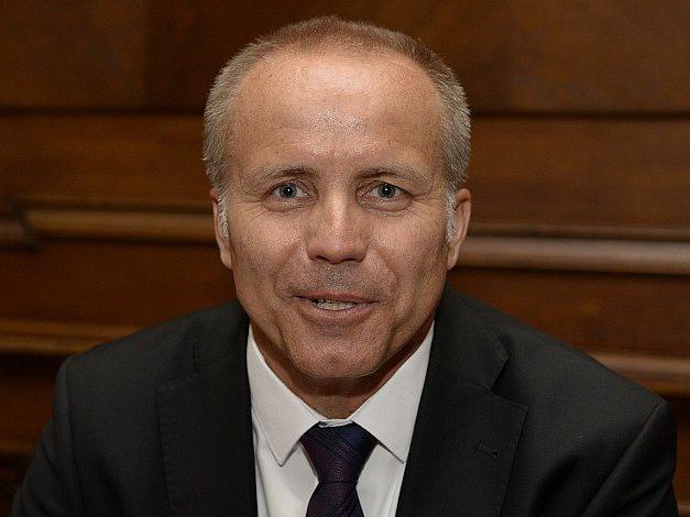 Investiční a realitní miliardář Pavel Sehnal není prvním byznysmenem, který u nás vytváří politickou stranu. Jako první však použil známou značku, která byla řadu let opuštěná.