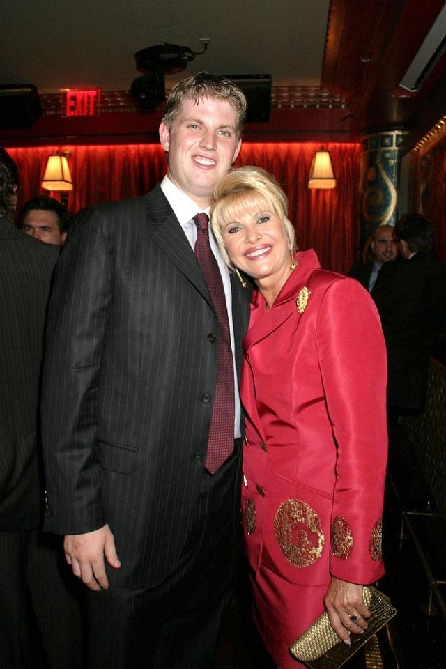 Ivana Trumpová snejmladším synem Erikem Frederikem vsrpnu 2005